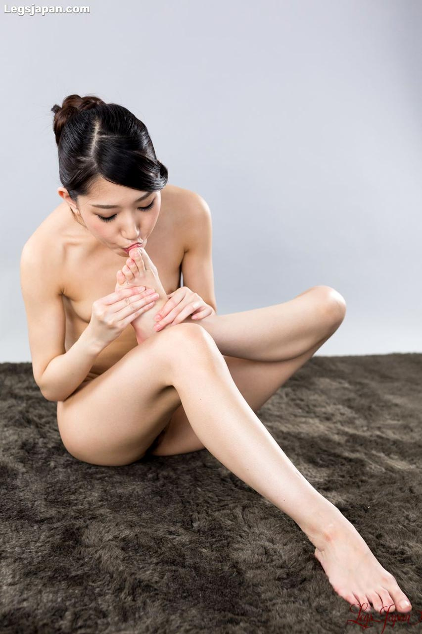 Rio Kamimoto, nude, sucking her toes at Legs Japan. Uncensored Japanese Leg and Foot Fetish videos.