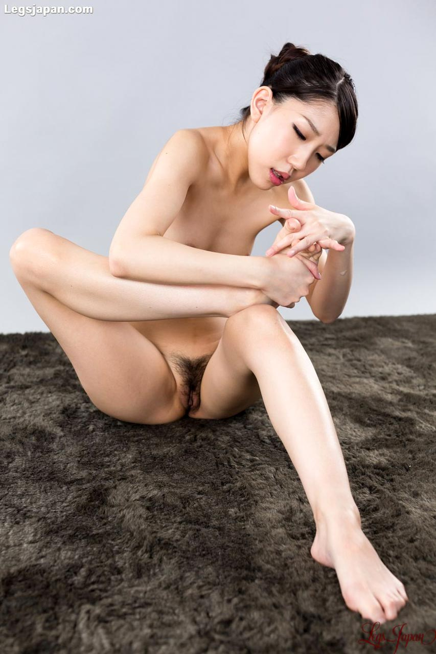 Rio Kamimoto, nude, touching her toes at Legs Japan. Uncensored Japanese Leg and Foot Fetish videos.