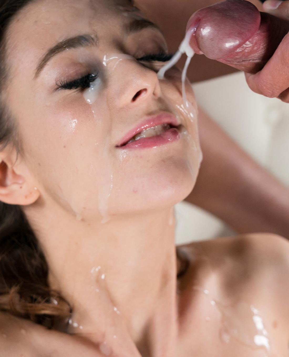 Tera Link nude for SpermMania in Tera Link's Sticky Bukkake Facial, an uncensored Cumshot Fetish video. A nude girl get her face covered in cum.