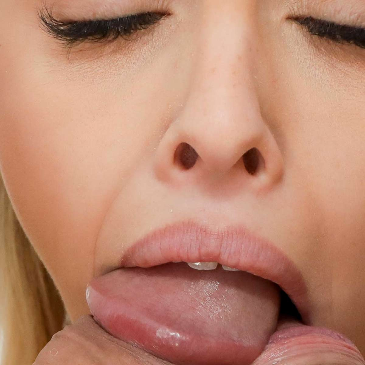 Lya Missy, nude, sucks two cocks at once. Blowjob and swallow porn from CumBuffet, Fellatio Fetish videos.